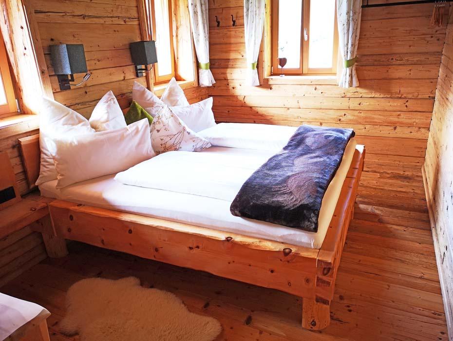 Arve-Zirbenbett_Schlafzimmer