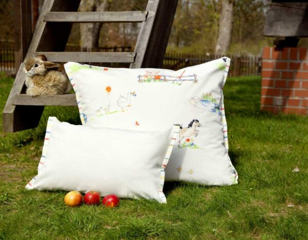 COTONEA_CCAL_Kinderbettwaesche-Bio-Baumwollsatin-Tiermotiv-auf dem Lande-Kissen