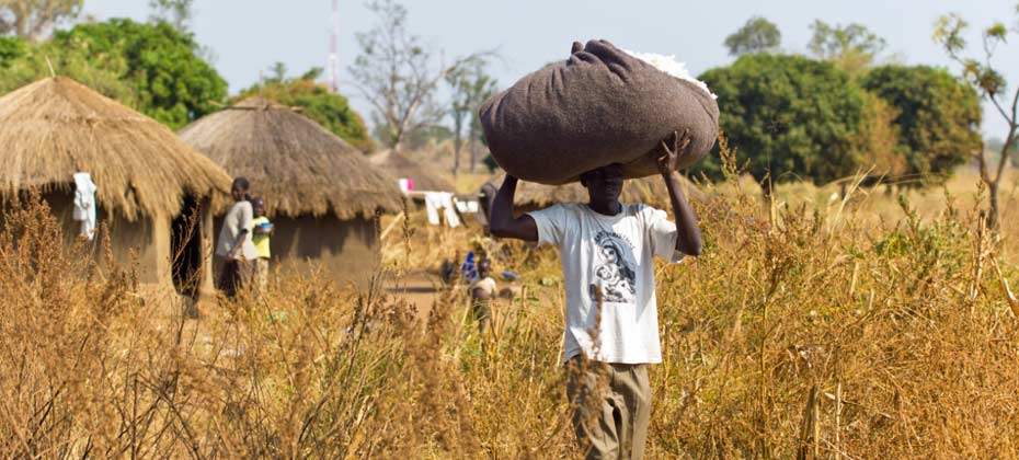 Marke-COTONEA_herstellung-herkunftsland-uganda-erntehelfer
